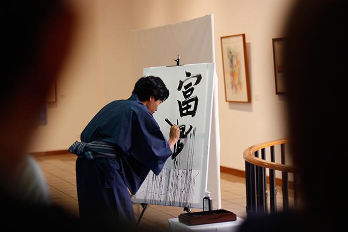 eltinterocr_ejecucion_caligrafia_japonesa